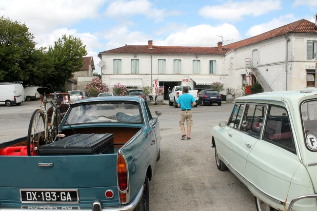 Montlieu-Lagarde, arrêt déjeuner aux Deux Charentes