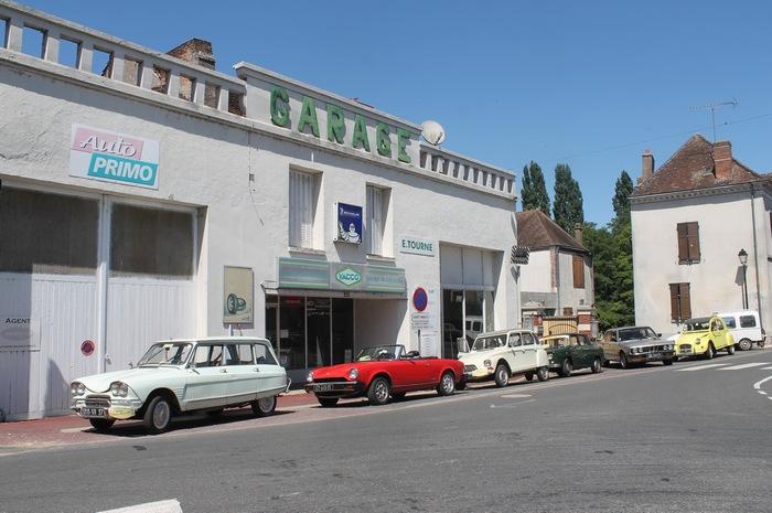 Cloyes-sur-le-Loir, l'immanquable arrêt devant le garage du Val de Loir