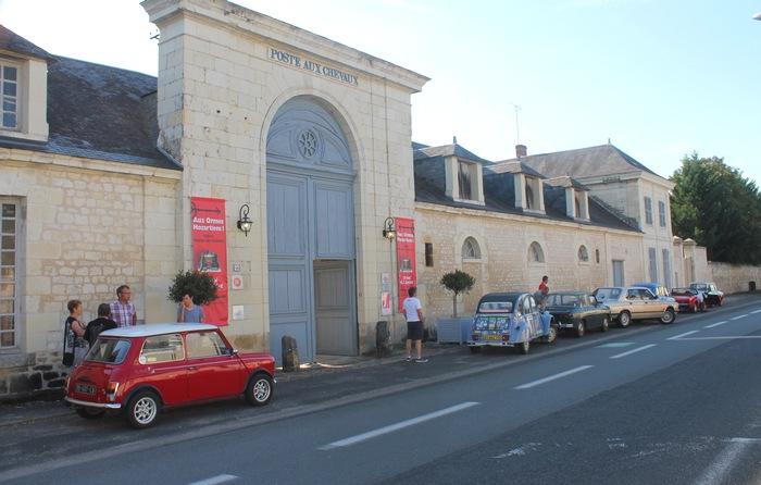 Les Ormes, la façade de la Poste aux Chevaux