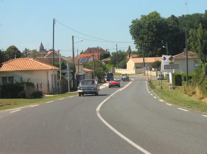 L'ancienne N10 à la sortie sud de Cavignac