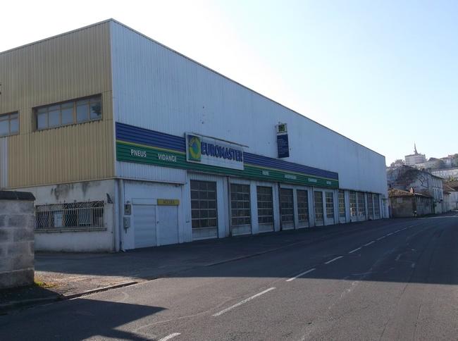 L'ancien garage Barrouilhet, quartier de l'Houmeau