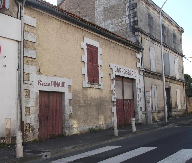 Atelier de carrosserie, le Gond-Pontouvre