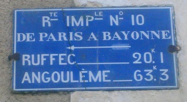 L'une des quatre plaques en pierre émaillée du Second Empire