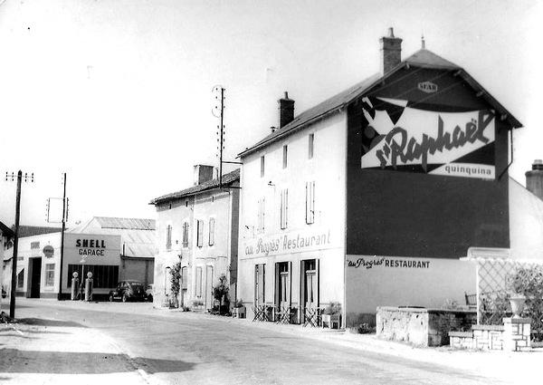 """Restaurant """"Le Progrès"""" au sud du bourg"""