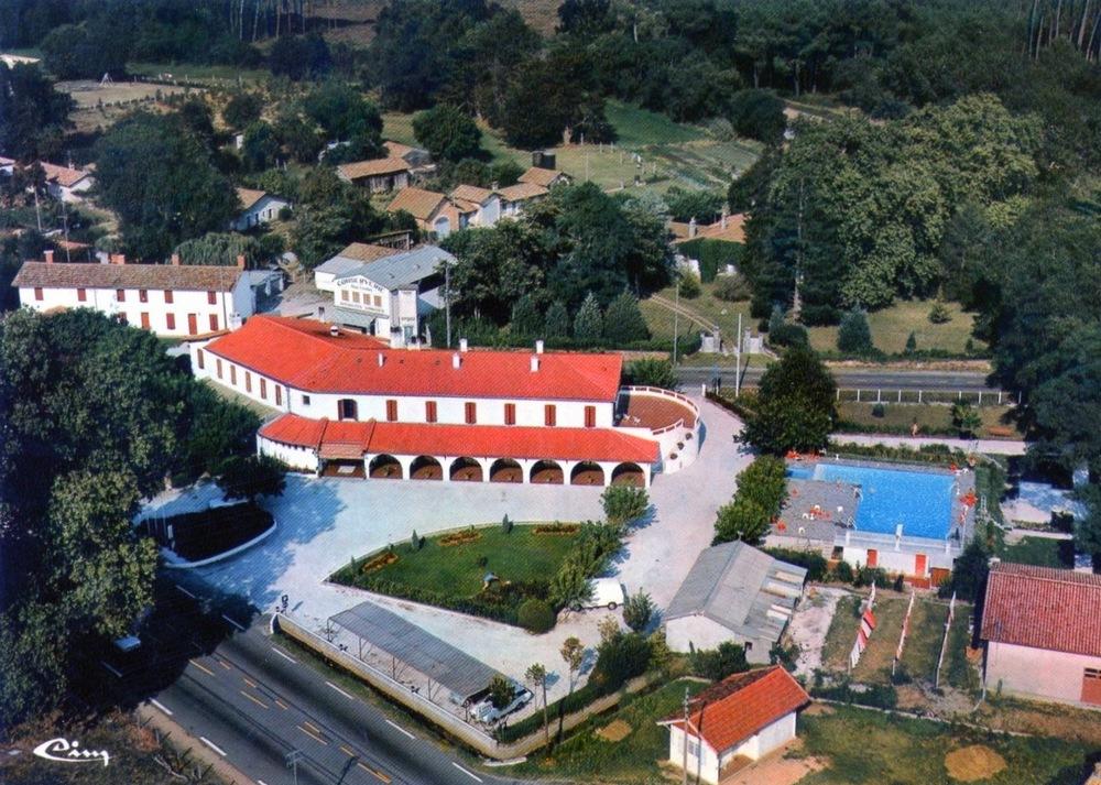 La nouvelle aile et la piscine construits en 1967