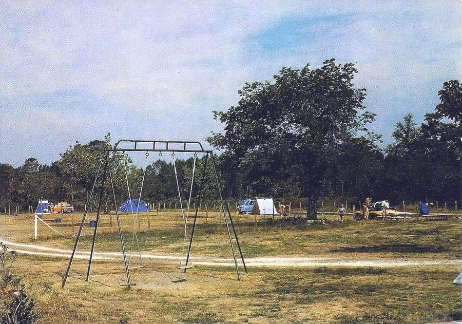 """Camping """"Le Muretois"""" situé juste derrière """"Le Caravanier"""""""