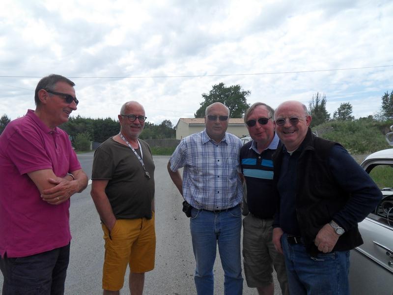 """Rencontre avec Claude Rozan (à droite) """"la mémoire"""" de la N 10 à Pouillac"""