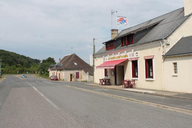 Fontaine (Pezou), l'ancien Relais d'Argenteuil au croisement RN 10/RN 157